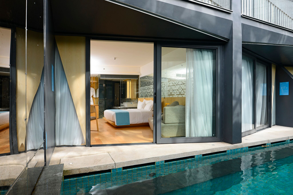 IZE Seminak Deluxe Pool Room